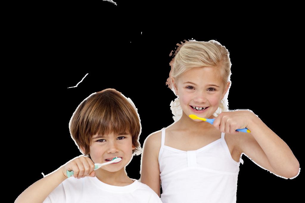 Kinder lächeln und putzen sich die Zähne