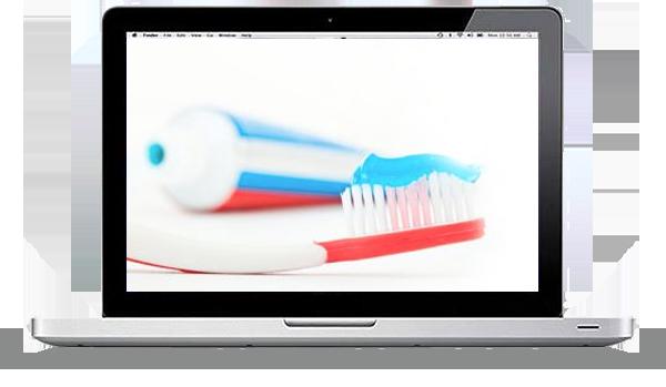 Ein Laptop ist aufgeklappt und man sieht eine rote Zahnbürste